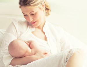 важность первого кормления грудью