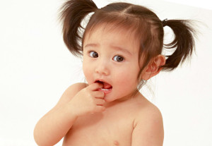 как отучить ребенка сосать палец