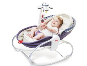 ребенок в кресле-кроватке